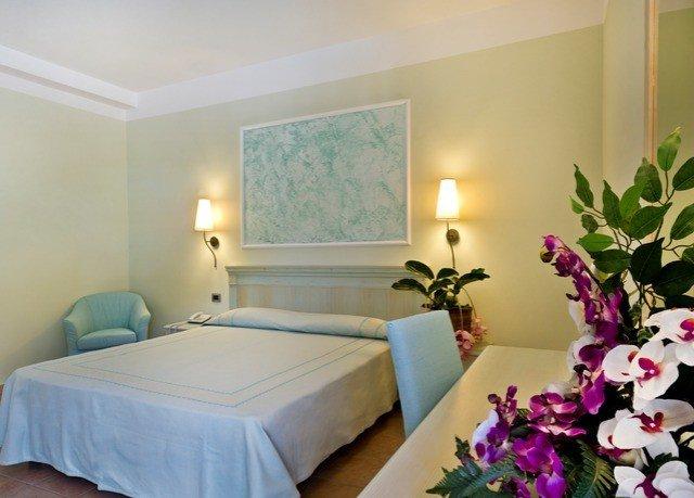flower property Suite scene Bedroom cottage Villa