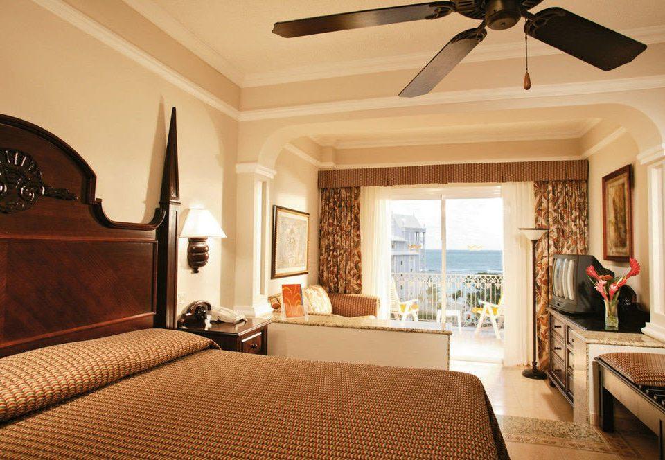 property Bedroom Suite living room home cottage Villa