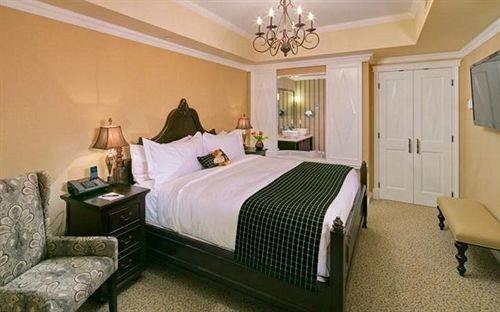 sofa Bedroom property Suite cottage Villa