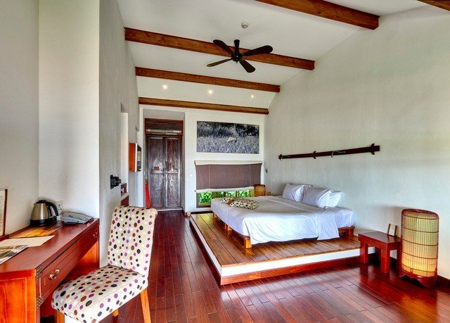 property cottage Bedroom hardwood living room home Villa loft farmhouse Suite