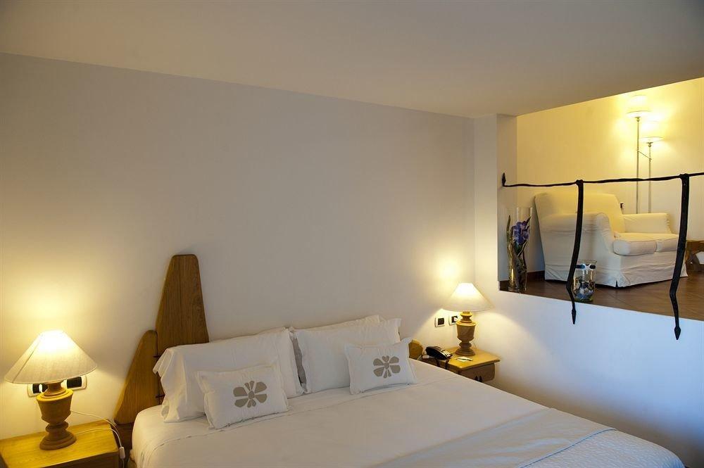 property Suite scene Bedroom lighting yellow Villa cottage living room