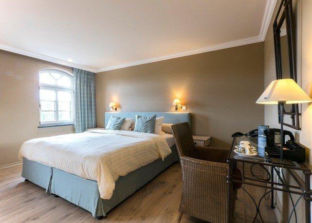 Bedroom property Suite cottage Villa lamp