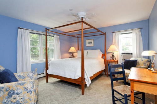 property Bedroom cottage home Suite living room hardwood Villa farmhouse