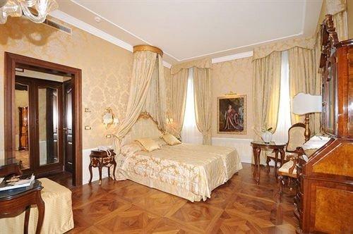 property Suite Bedroom cottage hardwood living room mansion Villa