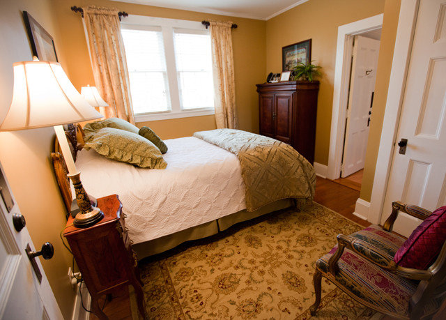 property Bedroom Suite cottage home hardwood Villa farmhouse