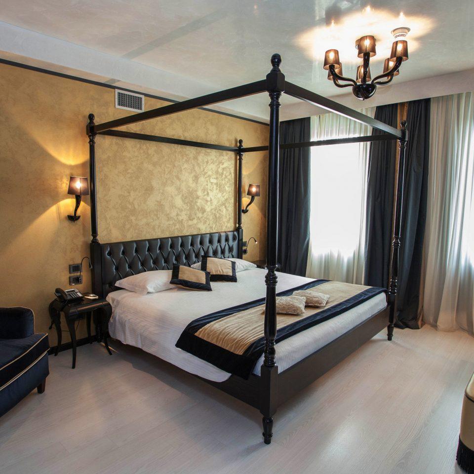 property Bedroom Suite home Villa cottage living room lamp