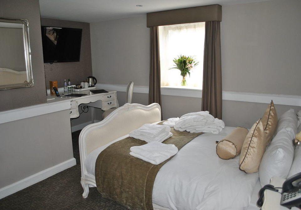 property Bedroom living room cottage home Suite Villa