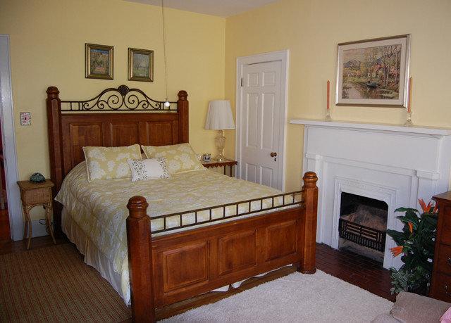 property Bedroom cottage hardwood home Villa Suite