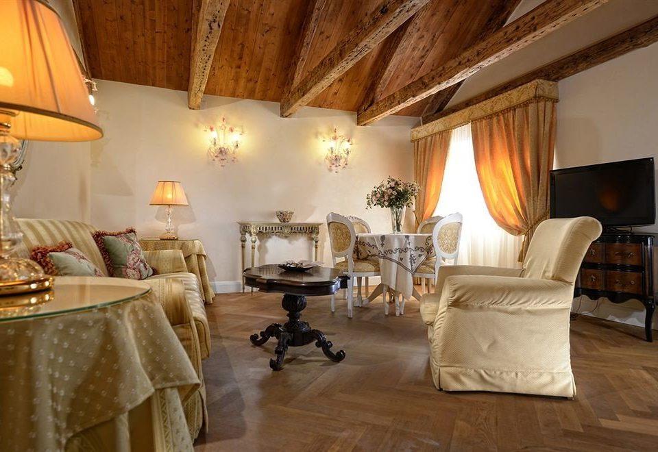 property Bedroom Suite cottage living room home Villa hardwood farmhouse lamp