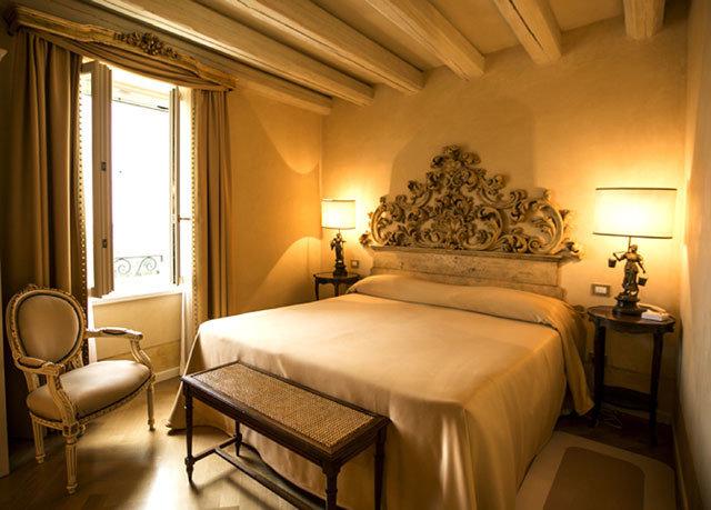 Bedroom property Suite cottage home Villa lamp