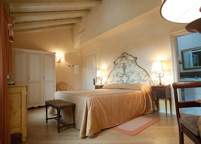 property Suite Bedroom cottage home Villa farmhouse living room