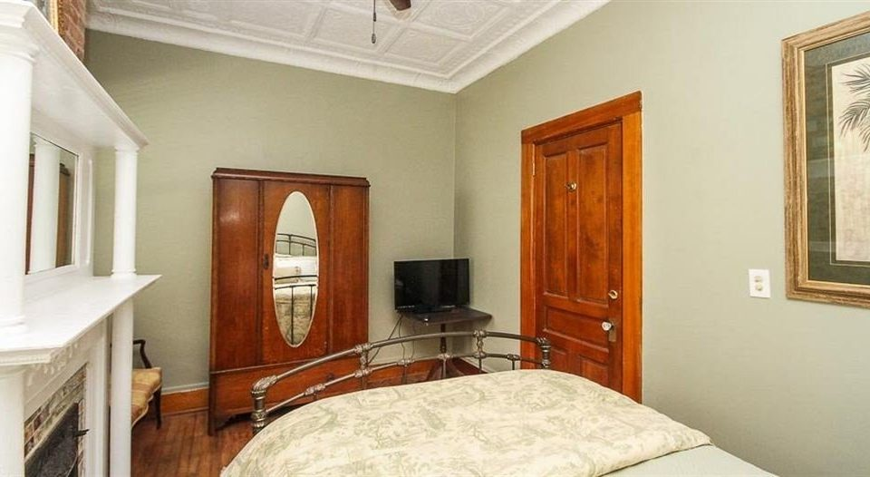 property Bedroom cottage home hardwood farmhouse Suite mansion Villa