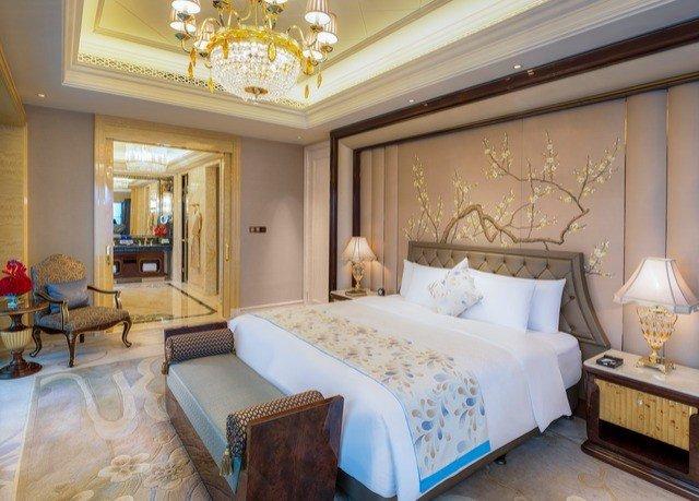 sofa property Suite Bedroom cottage living room home Villa mansion