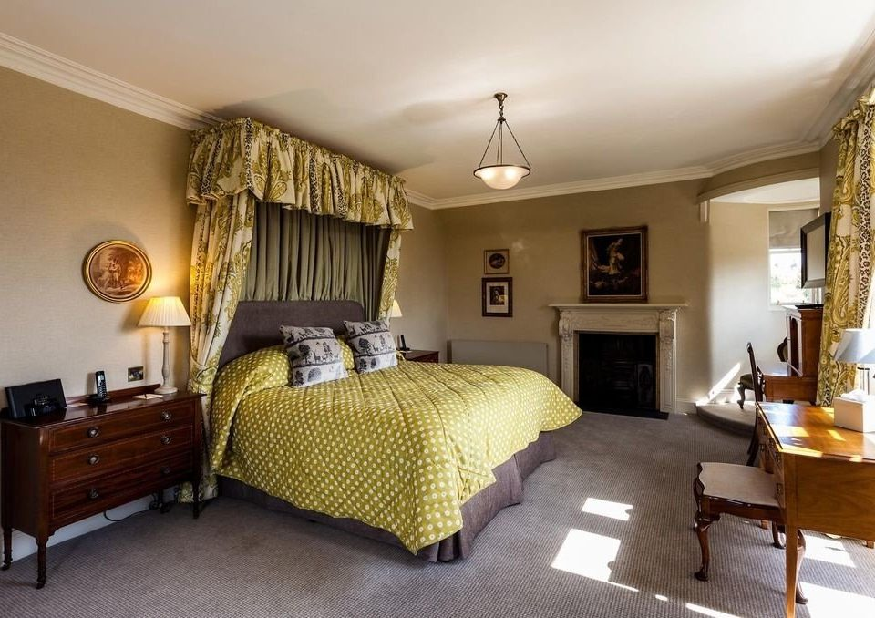 property Bedroom cottage home living room hardwood Suite Villa farmhouse