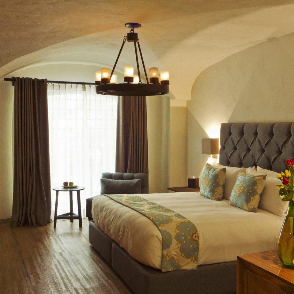 property Suite Bedroom cottage Villa farmhouse living room lamp
