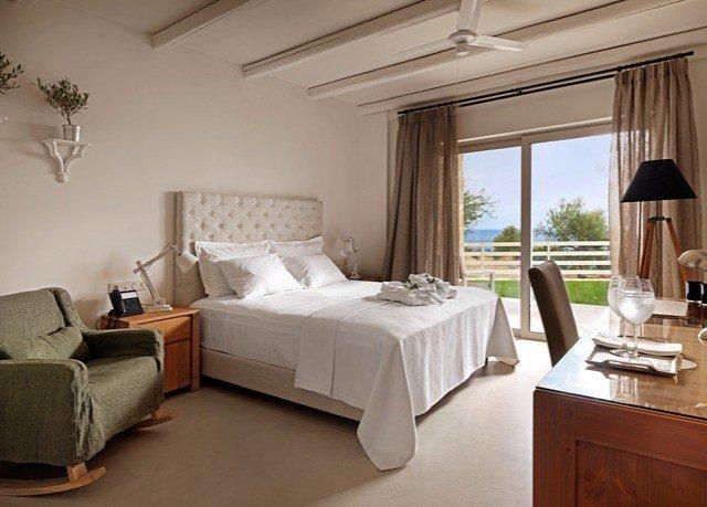property Bedroom Suite living room cottage home Villa