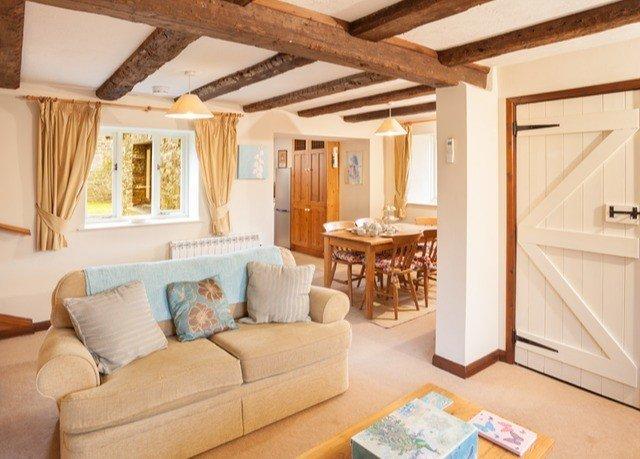 sofa property living room home cottage Bedroom Suite Villa farmhouse