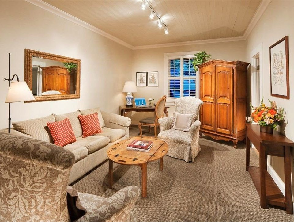 sofa property living room home cottage Suite hardwood Bedroom farmhouse Villa