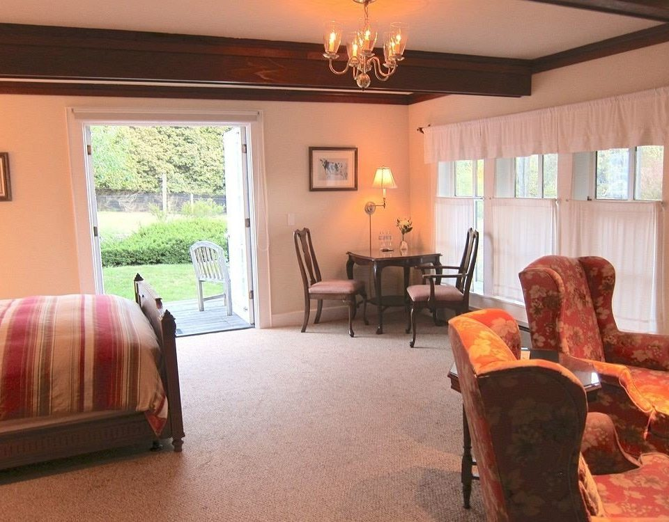 sofa property living room home cottage Villa hardwood Suite hacienda Bedroom lamp