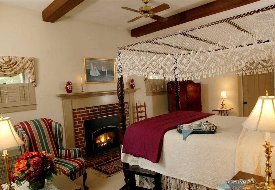 property Bedroom cottage Suite Villa farmhouse living room pillow