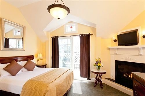 property Suite Bedroom cottage home hardwood Villa flat