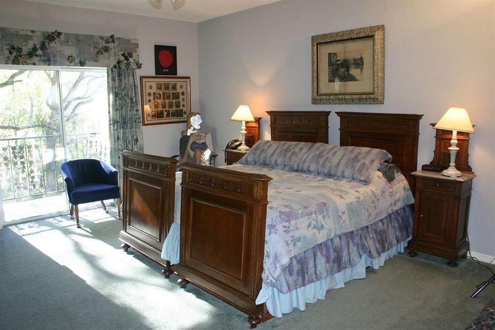 Bedroom property home cottage hardwood Suite Villa living room lamp