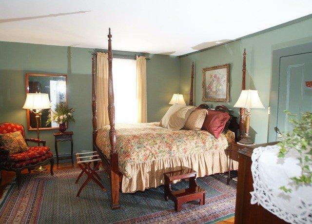 property Bedroom cottage living room Suite Villa home farmhouse