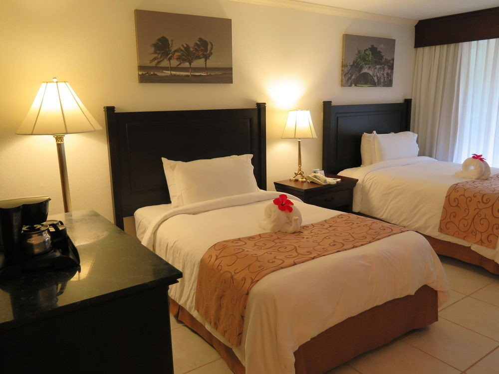 Bedroom property Suite cottage Villa lamp night
