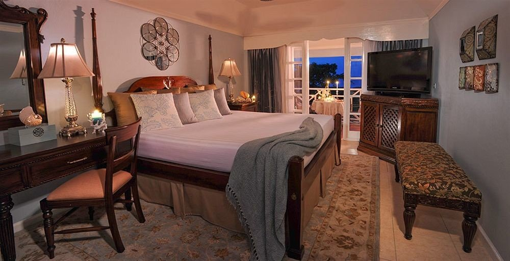 property Bedroom Suite cottage home mansion Villa recreation room