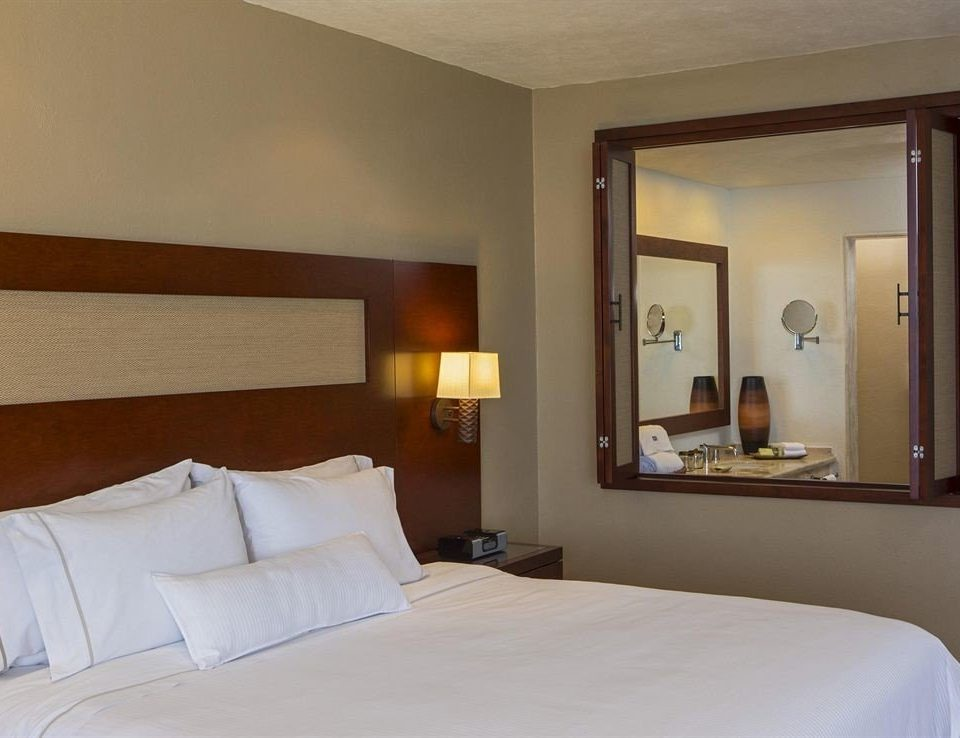 property Bedroom Suite pillow white cottage Villa