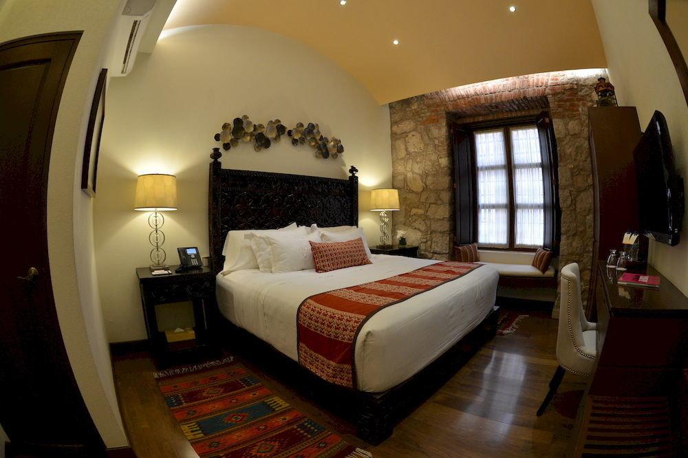 property Bedroom Suite living room cottage Villa
