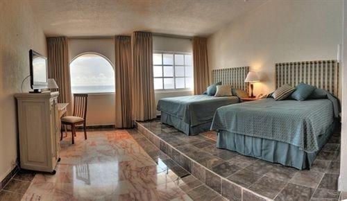 property Suite cottage Bedroom hardwood home Villa living room rug