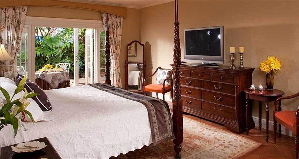 property Bedroom home cottage hardwood farmhouse Suite Villa