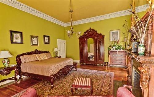 sofa property living room cottage Suite home farmhouse mansion Bedroom Villa