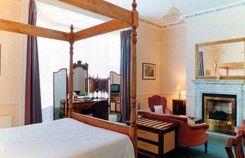 property Villa cottage Suite living room farmhouse Bedroom