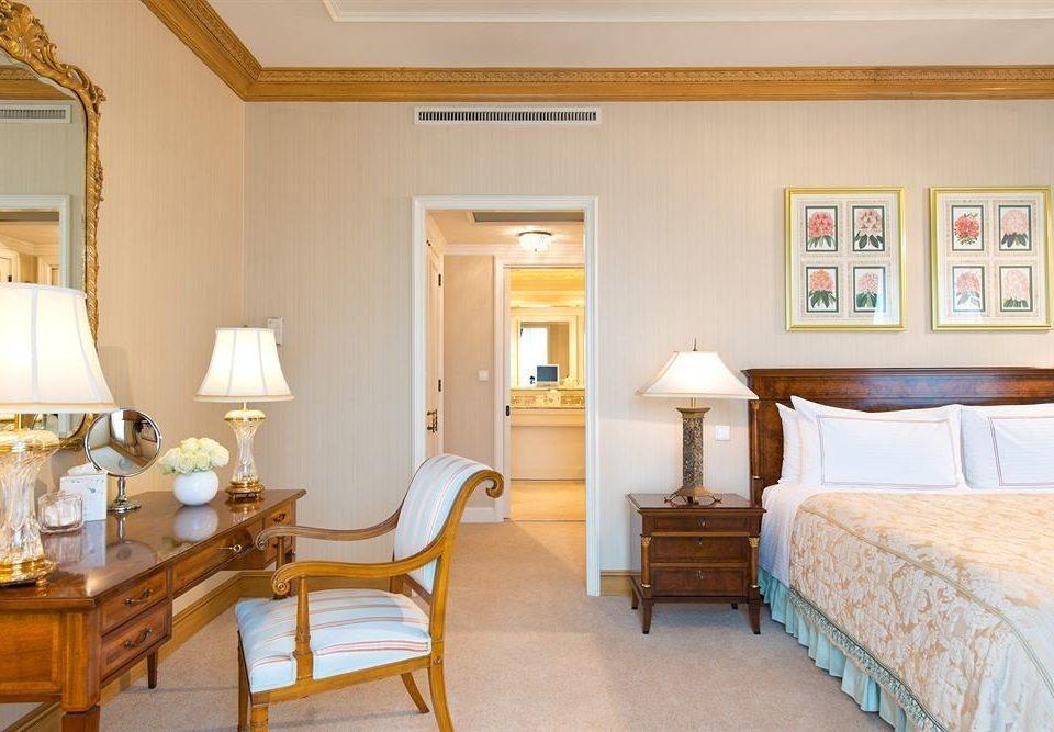 Bedroom property home cottage living room Suite hardwood farmhouse Villa lamp
