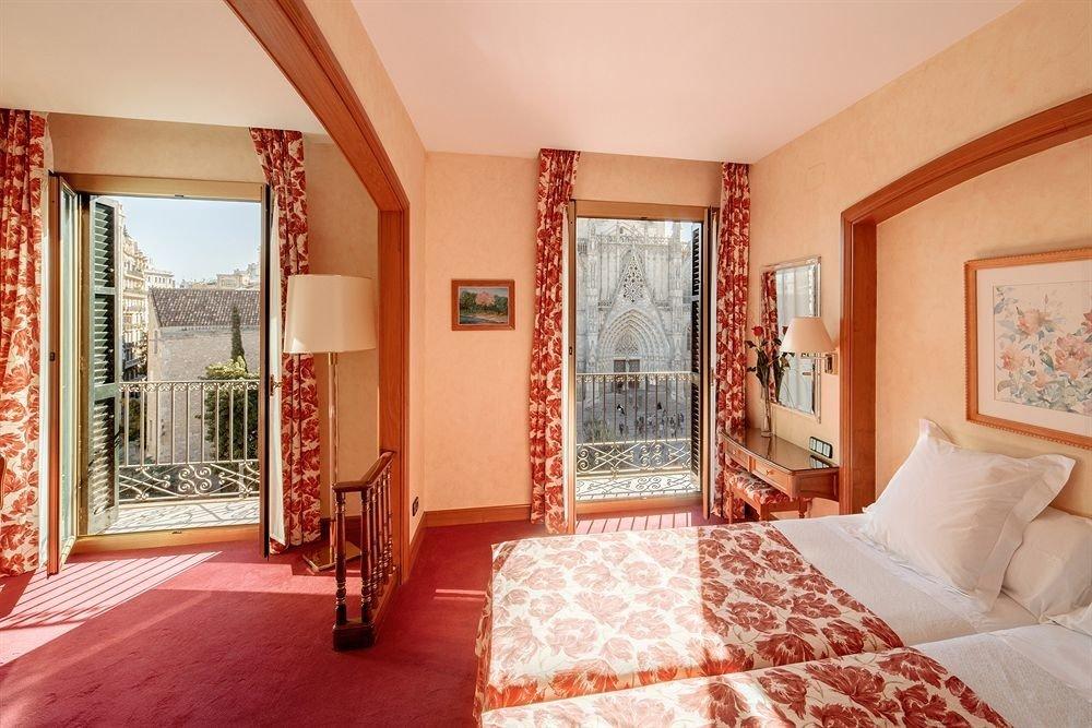 property Bedroom Suite pillow cottage Villa