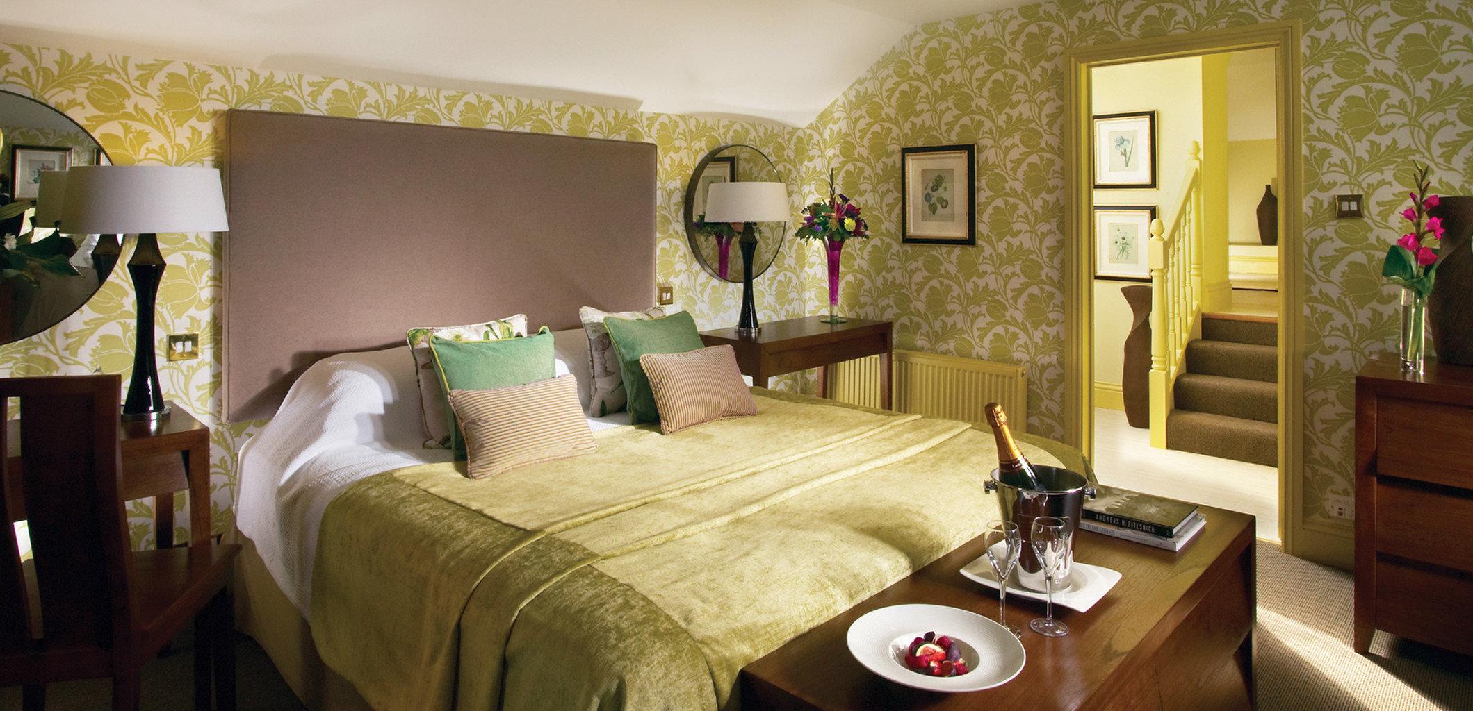 sofa property living room Suite Bedroom cottage home Villa mansion
