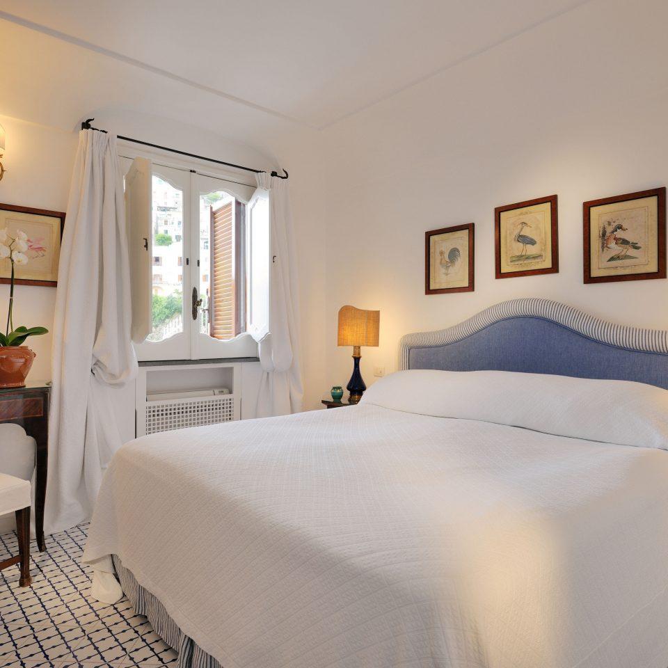 property Bedroom scene cottage Suite home Villa lamp
