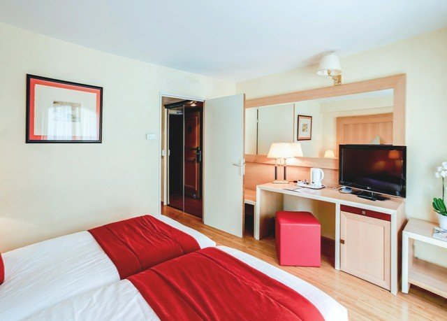 red property Suite Bedroom cottage Villa flat