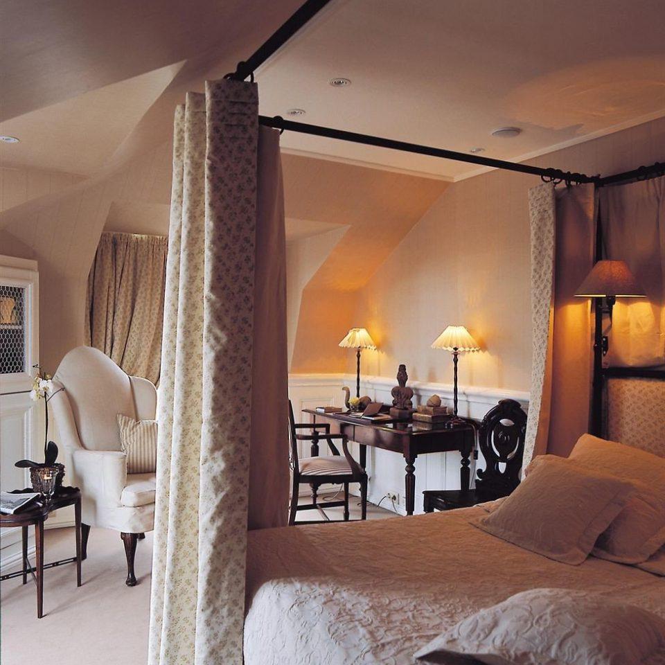 property Bedroom Suite living room home Villa cottage lamp