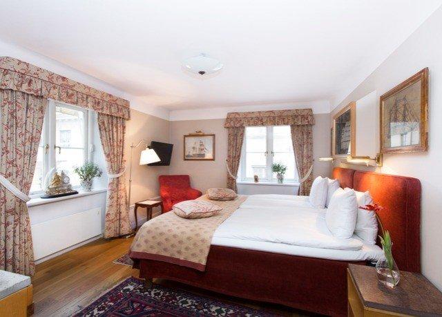 sofa property Bedroom cottage Suite living room hardwood Villa