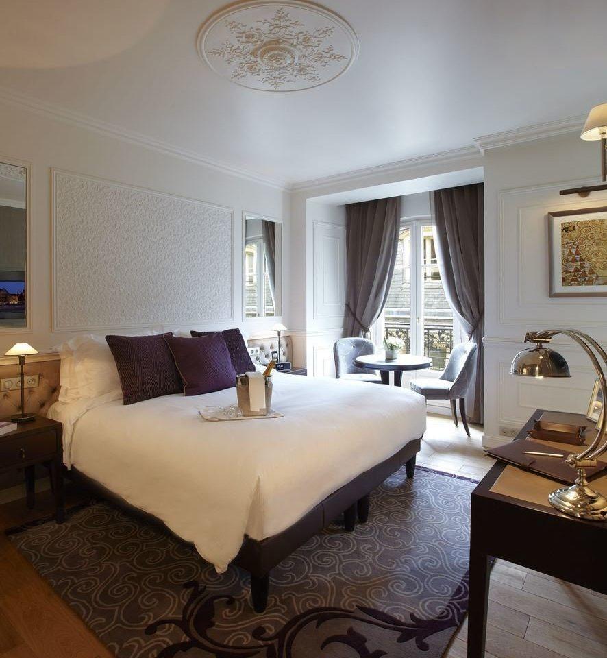 property Bedroom Suite living room home hardwood cottage Villa mansion lamp