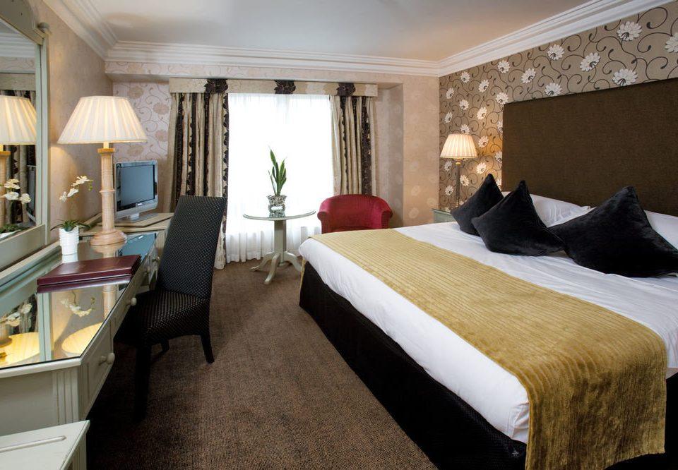sofa property Suite Bedroom cottage Villa