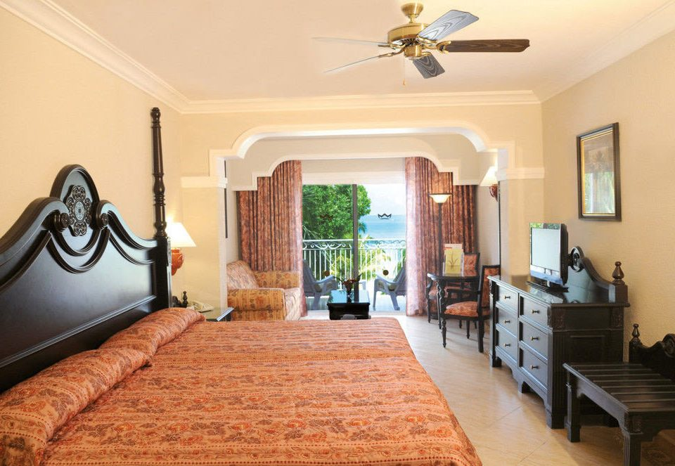 property Bedroom living room home Villa cottage hardwood rug farmhouse Suite mansion