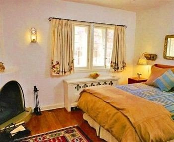 property Bedroom cottage Suite Villa lamp