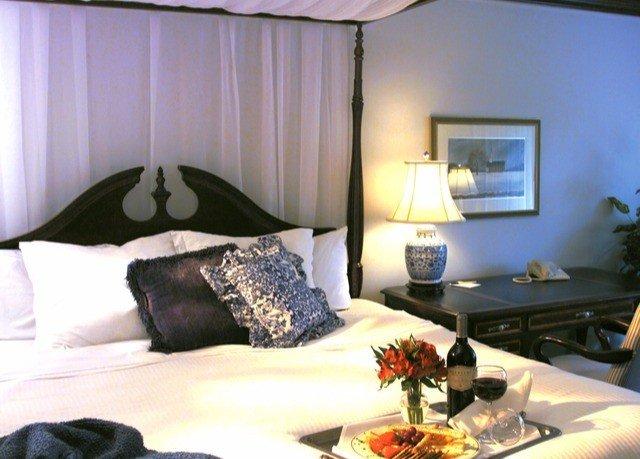 property Suite cottage Bedroom Villa living room