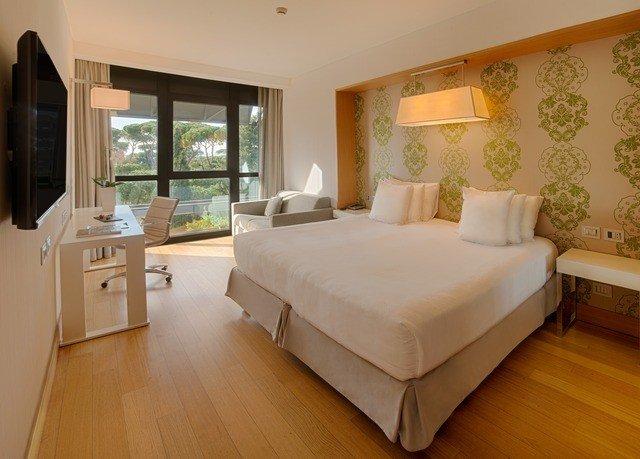 property Bedroom Suite hardwood home cottage Villa living room hard