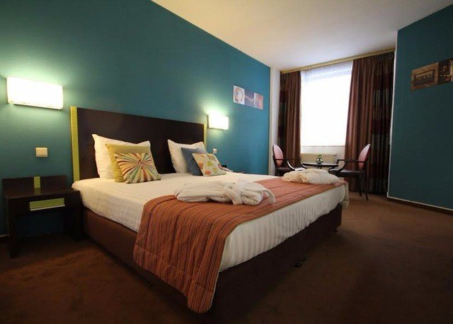Bedroom property Suite cottage Villa flat