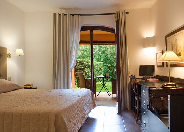 property Bedroom Suite cottage home Villa farmhouse
